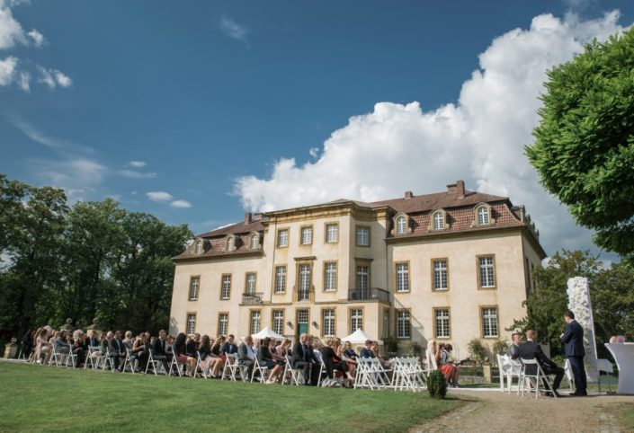 Freie Trauung in Möhler vor dem Schloss