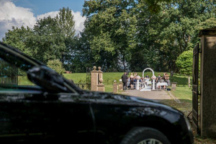Brautwagen an der Location Schloss Möhler
