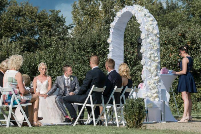Traubogen und Brautpaar Hochzeit Möhler