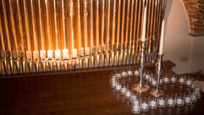 Herz aus Kerzen für Candle Light Trauung auf Schloss Möhler