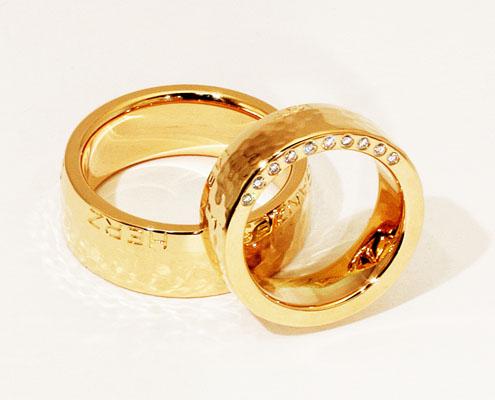 Trauringe von Mann und Frau