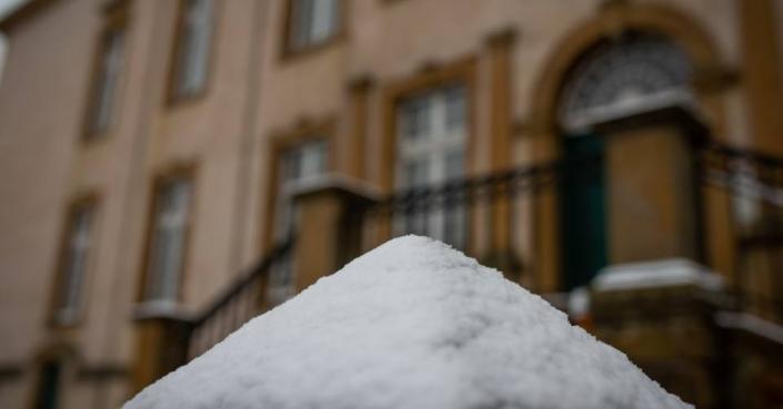 Schnee am Schloss Möhler