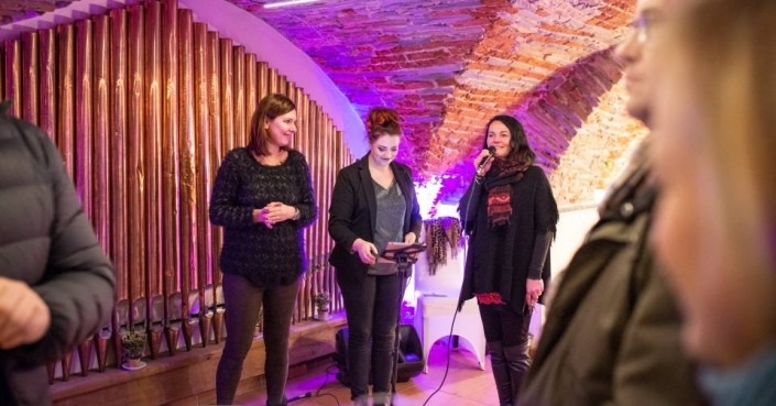 Claudia Zumbansen, Kathrin Horstkötter & Ingrid Schrader am Schloss Möhler