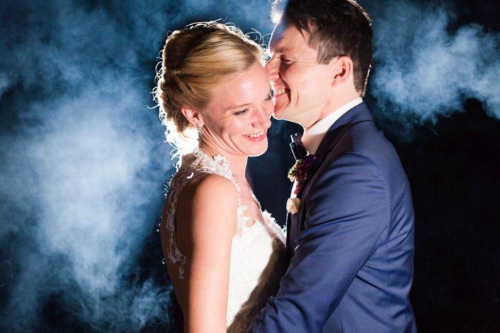 Braut und Bräutigamfreuen sich - Webseite Schloss Möhler