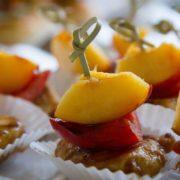 Fingerfood mit Pfirsich, Paprika und Hähnchen Webseite Schloss Möhler