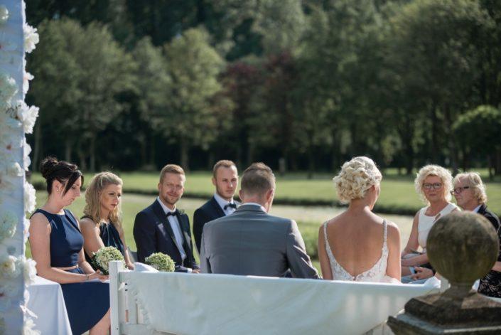 Hochzeitspaar bei einer freien Trauung Location Schloss Möhler