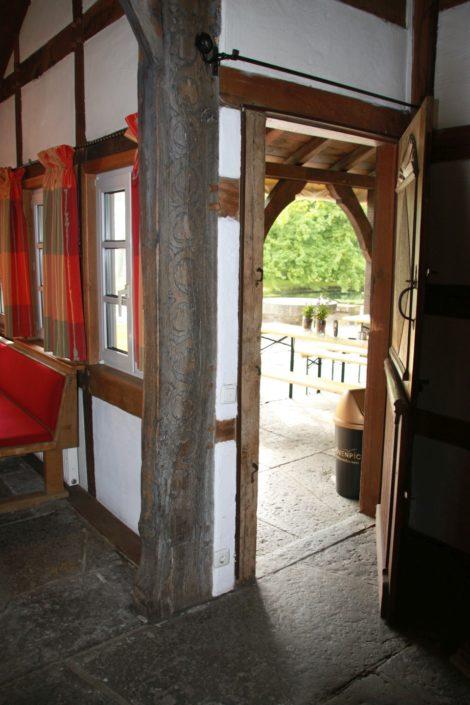 Mehrflügelige Holzür auf Schloss Möhler