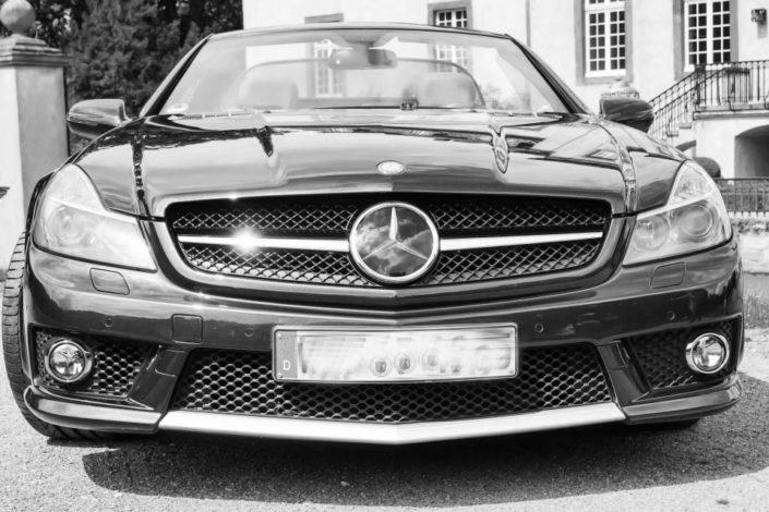 Mercedes vor Schloss Möhler