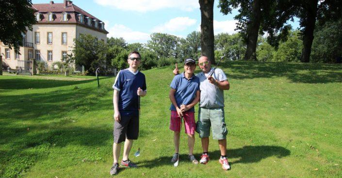 Drei Männer beim SwinGolf auf Schloss Möhler